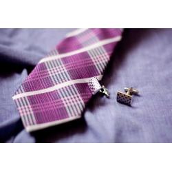 Fialová pánská kravata se vzorem kara