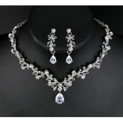 Luxusní svatební souprava s krystaly a zirkony